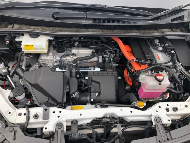 2014 Toyota Noah Hybrid G 10