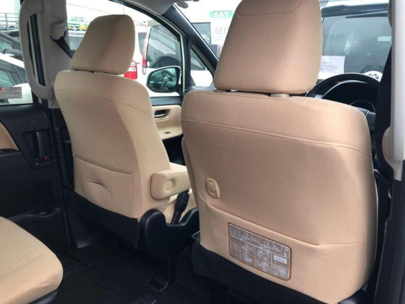 2014 Toyota Noah Hybrid G 11