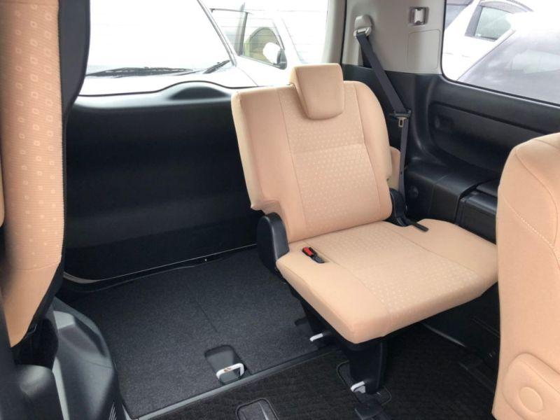 2014 Toyota Noah Hybrid G 12