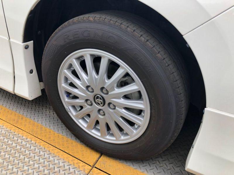 2014 Toyota Noah Hybrid G 14
