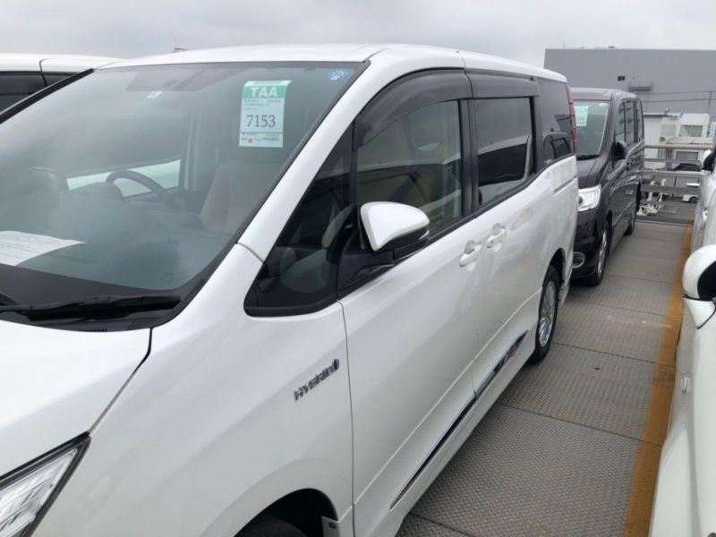 2014 Toyota Noah Hybrid G 16