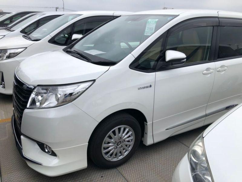 2014 Toyota Noah Hybrid G 17