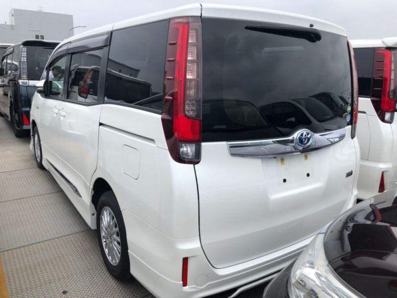 2014 Toyota Noah Hybrid G 18