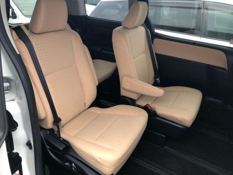 2014 Toyota Noah Hybrid G 21