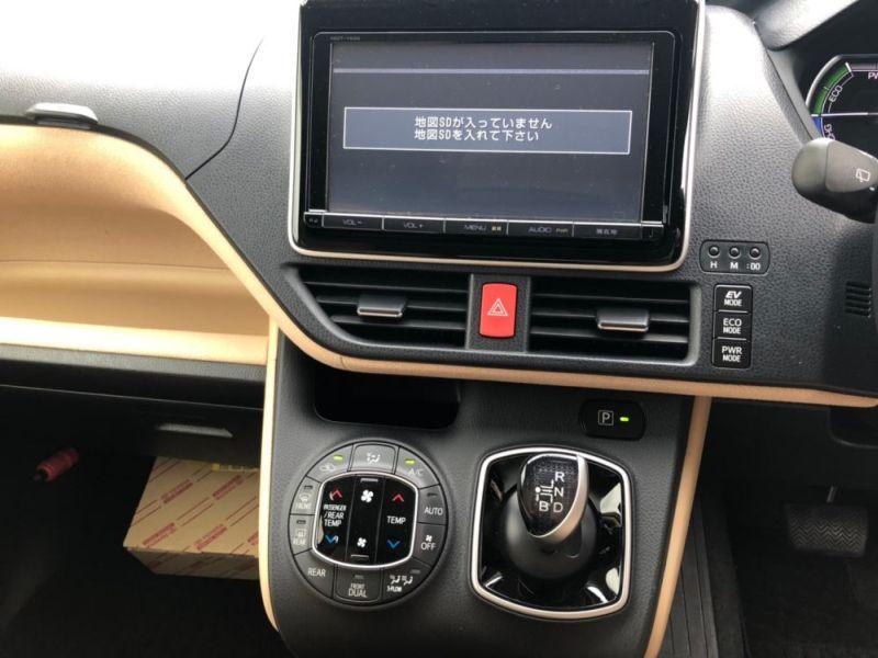2014 Toyota Noah Hybrid G 25