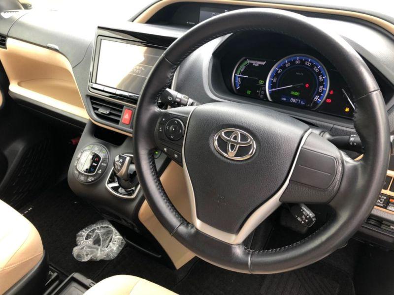 2014 Toyota Noah Hybrid G 28