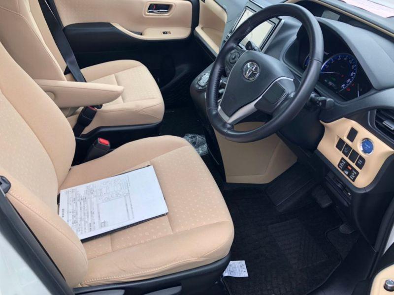 2014 Toyota Noah Hybrid G 29