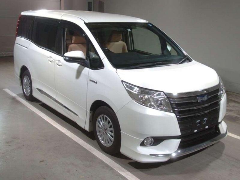 2014 Toyota Noah Hybrid G 33