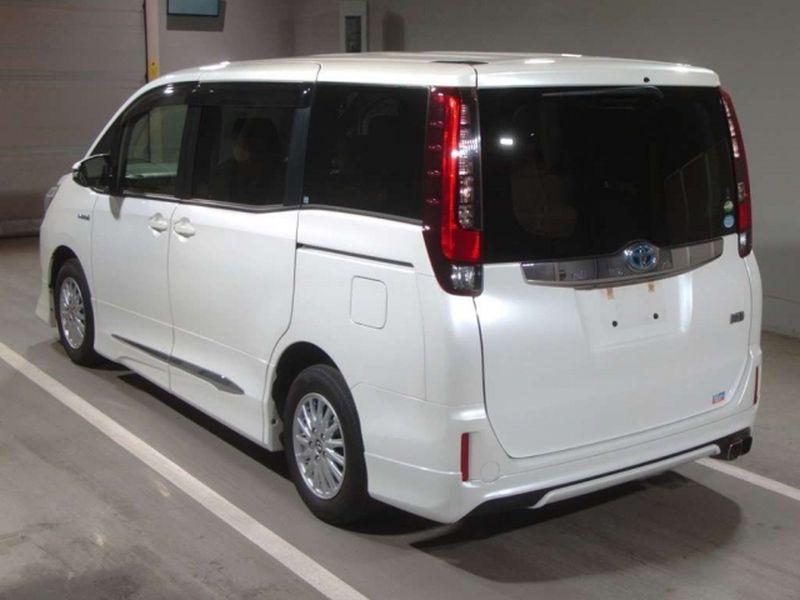 2014 Toyota Noah Hybrid G 34