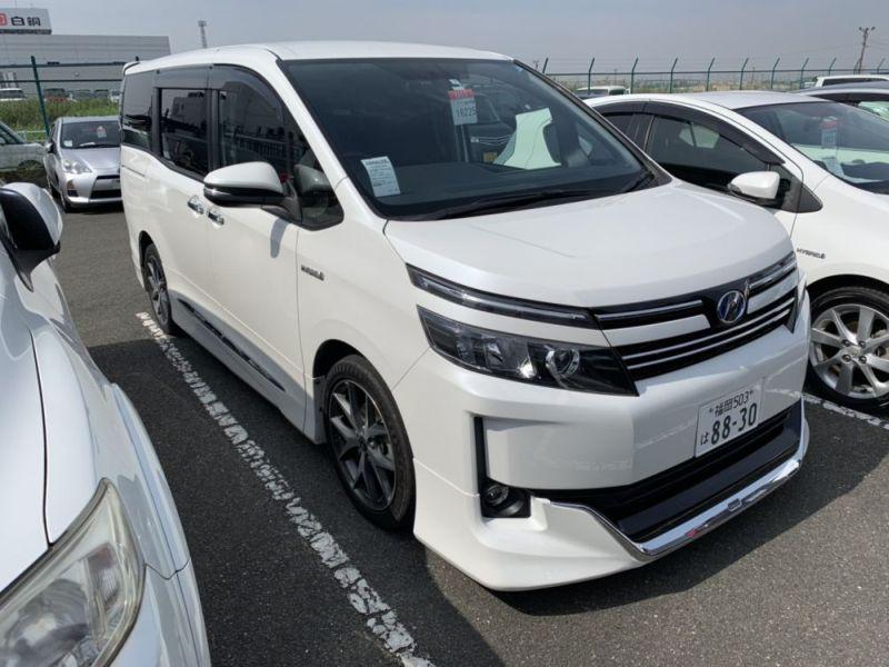 2015 Toyota Voxy Hybrid V 02