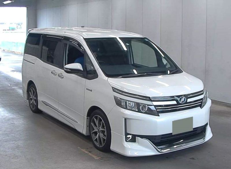 2015 Toyota Voxy Hybrid V auction 02