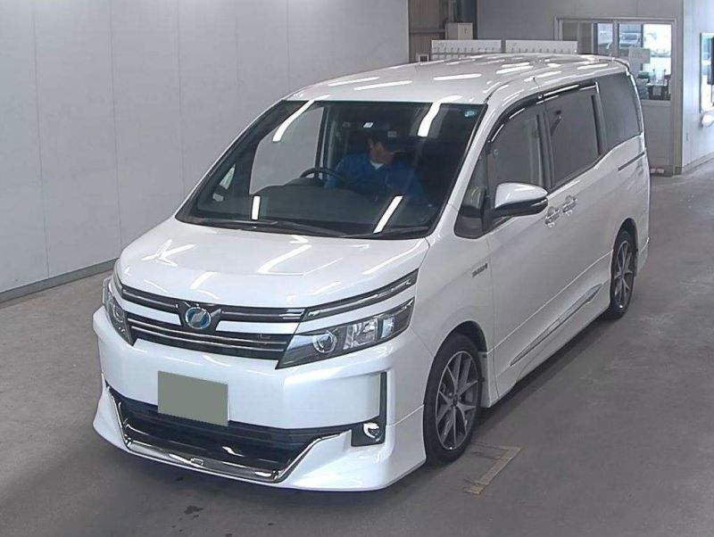 2015 Toyota Voxy Hybrid V auction 06