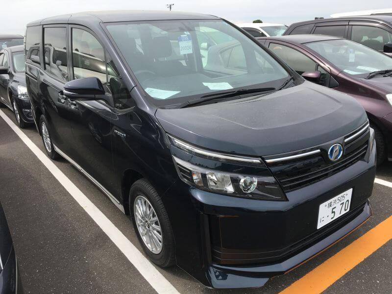 2015 Voxy Hybrid X 03