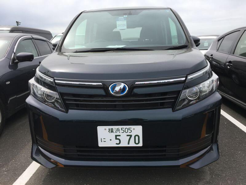 2015 Voxy Hybrid X 04