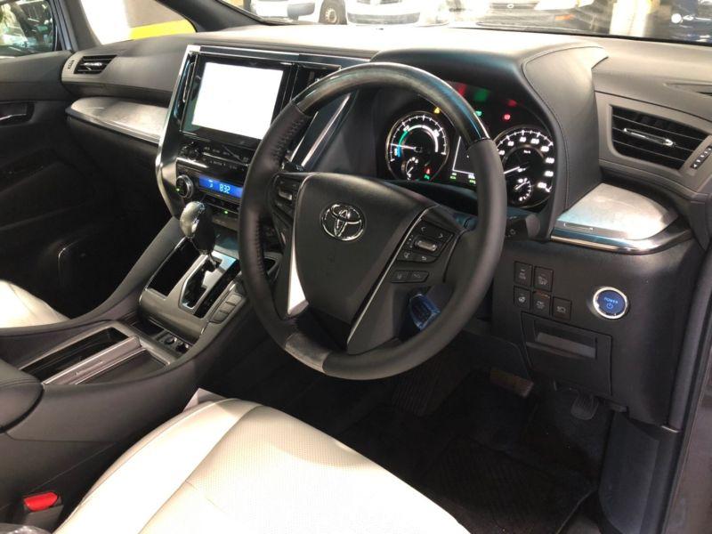 2019 Toyota Alphard hybrid Executive Lounge 38