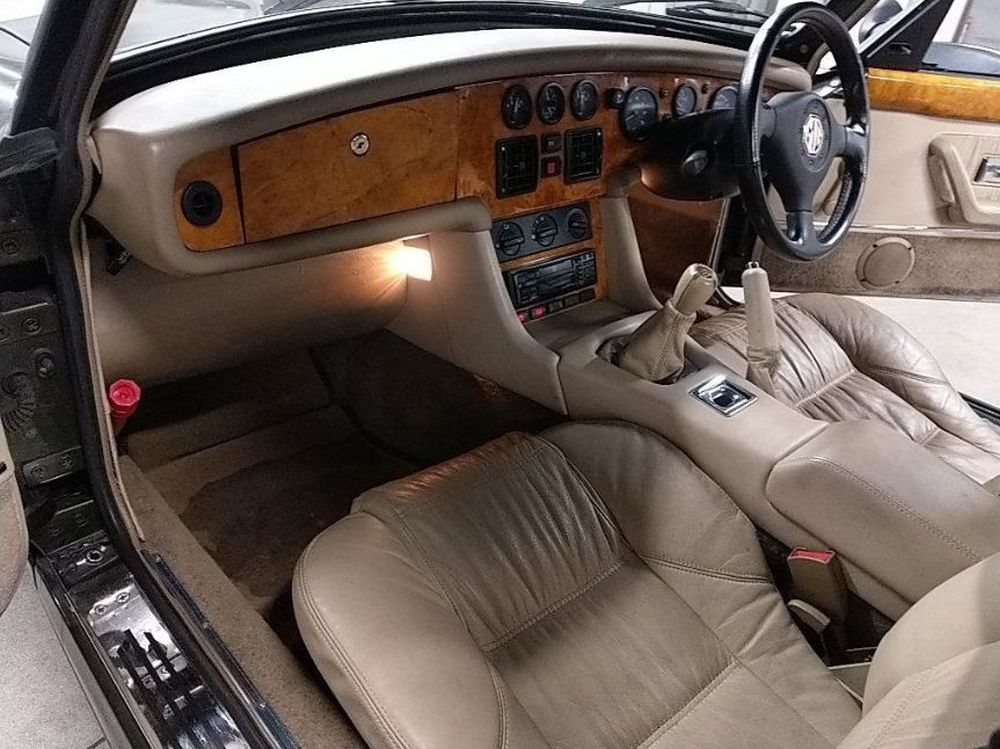 1994 Import MG RV8 03