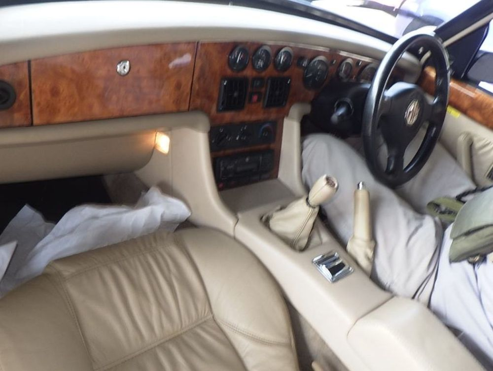 1994 MG RV8 10