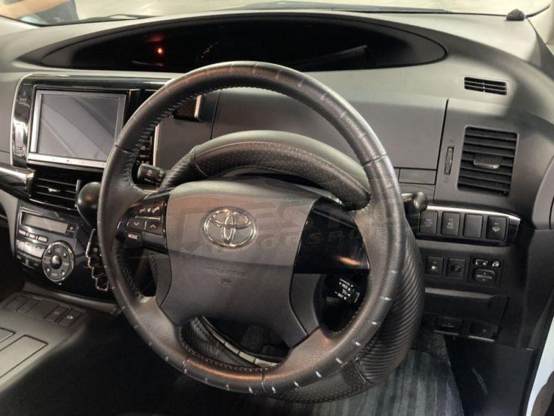 2013 Toyota Estima hybrid 13