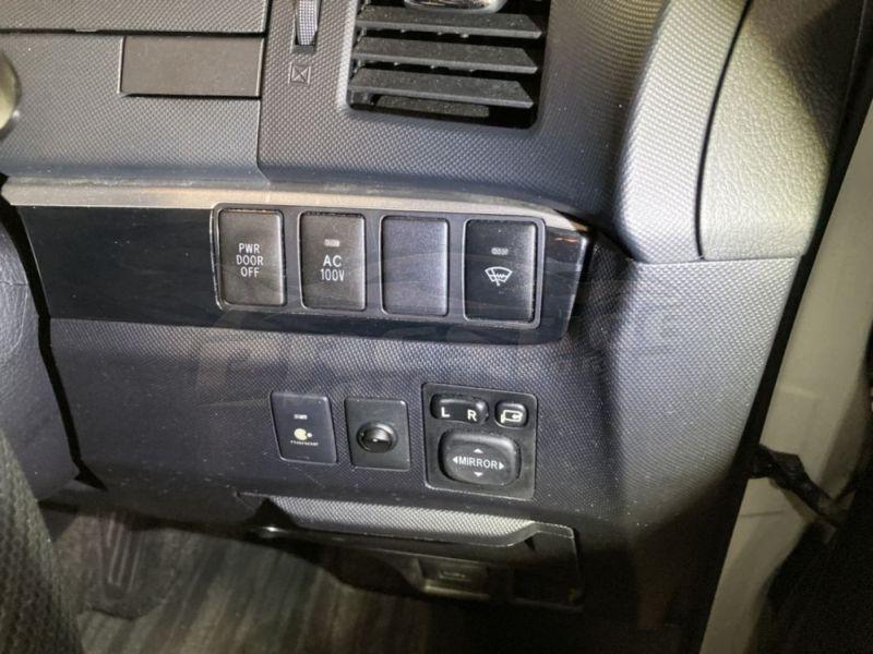 2013 Toyota Estima hybrid 14