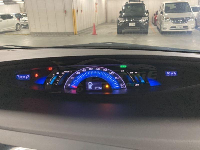 2013 Toyota Estima hybrid 23