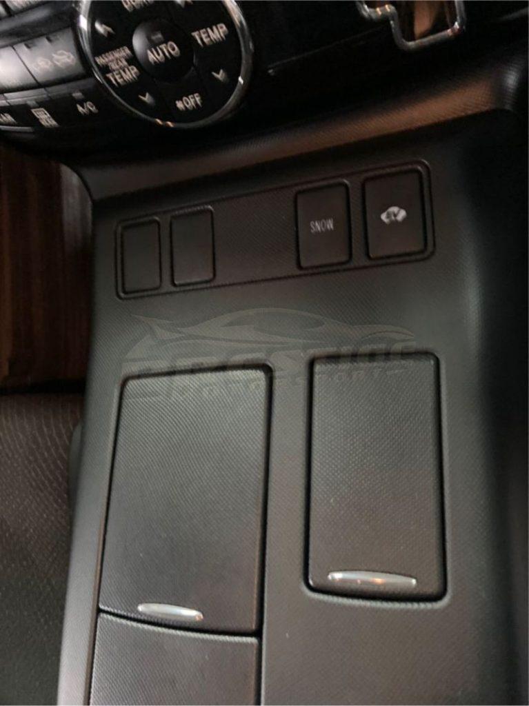 2013 Toyota Estima hybrid 24