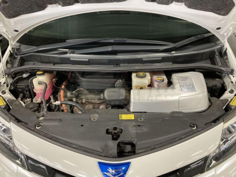 2013 Toyota Estima hybrid 29