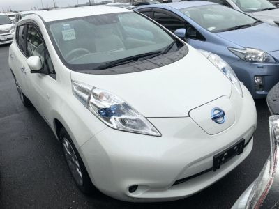 Leaf X 30kWh front